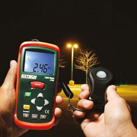 Máy đo cường độ ánh sáng Extech LT300 (0-200.000 Lux) (1)